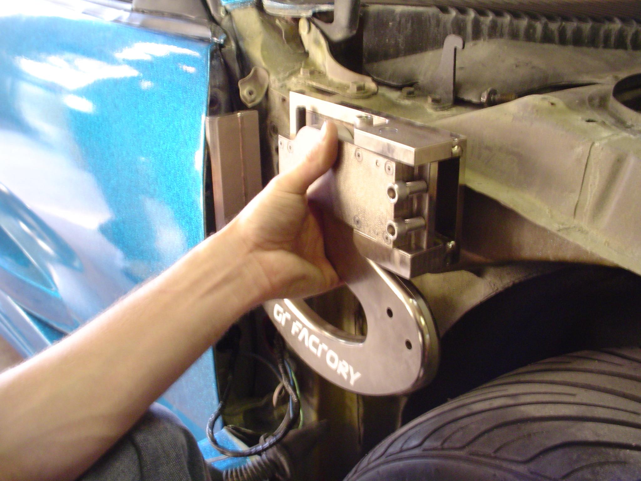 Как сделать чтоб у машины открывались двери вверх